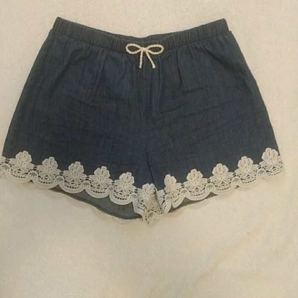 Sequin Hearts Pants - Denim colored shorts with lace details